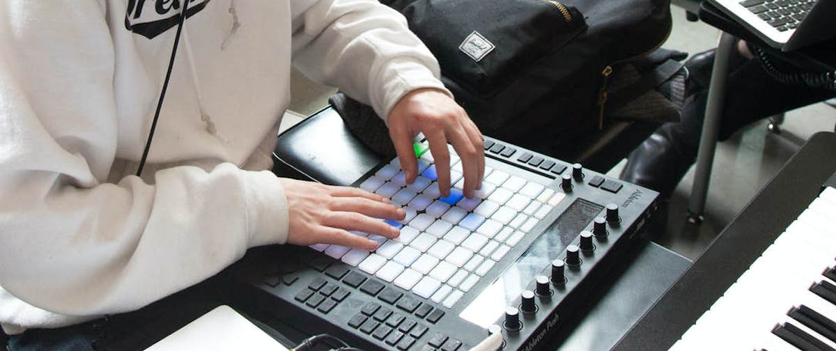 FROM THE BUTTON TO THE BOTTOM – LIVE MUSIKPRODUKTION MIT ABLETON