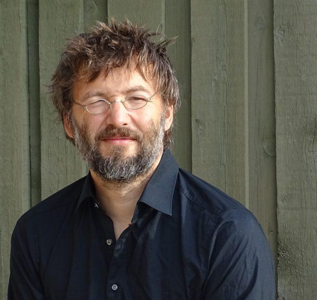 Chris Huwer Lehrer für Violine /Geige an den JRS