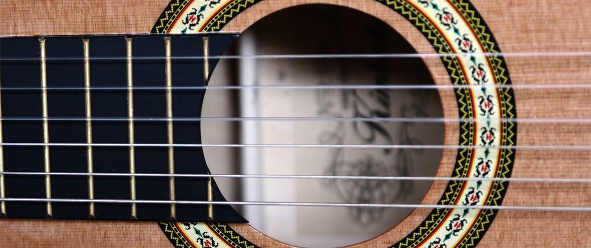 Musikpädagog*in (m/w/d) für das Fach: Zupfinstrumente, Akustik-Gitarre, World-Music
